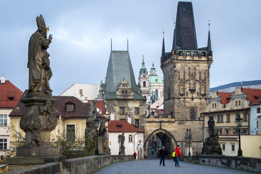 Pont Charles Prague a l'aube