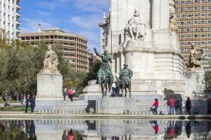 Statue Cervantes place d'Espagne
