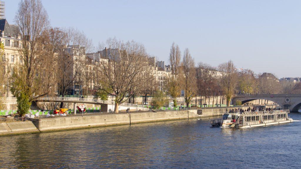 La seine et bateau mouche