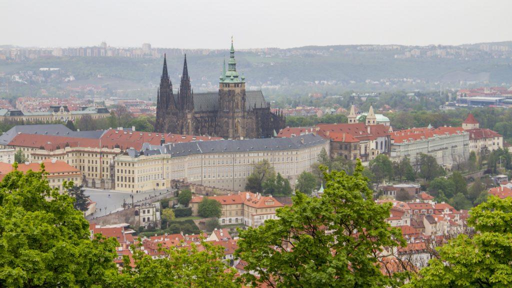 Le château Hradcany vu depuis la colline de Petřín
