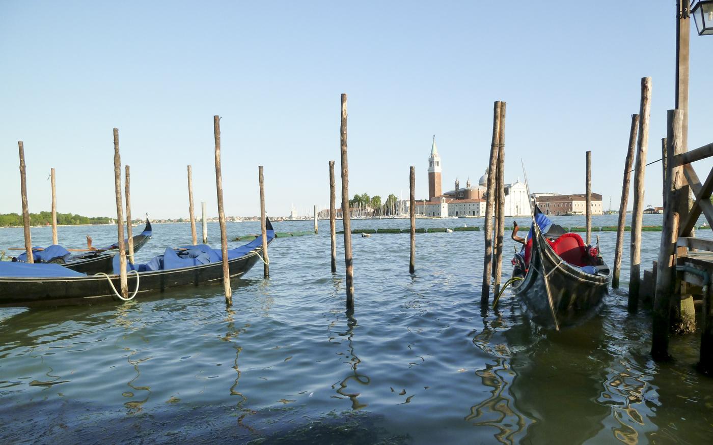 Gondoles sur la lagune