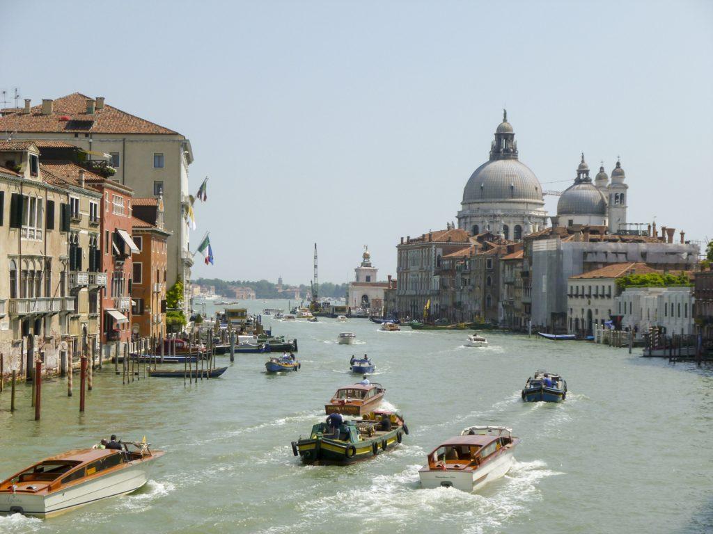 Le Grand Canal et son activité fluviale