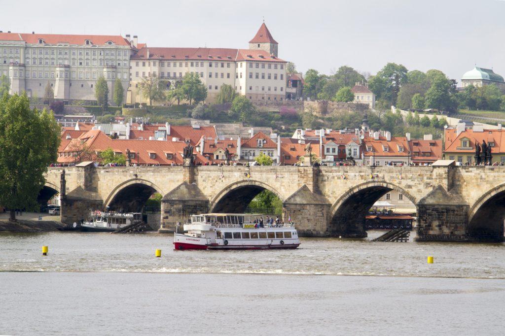 Pont Charles et le château de Prague