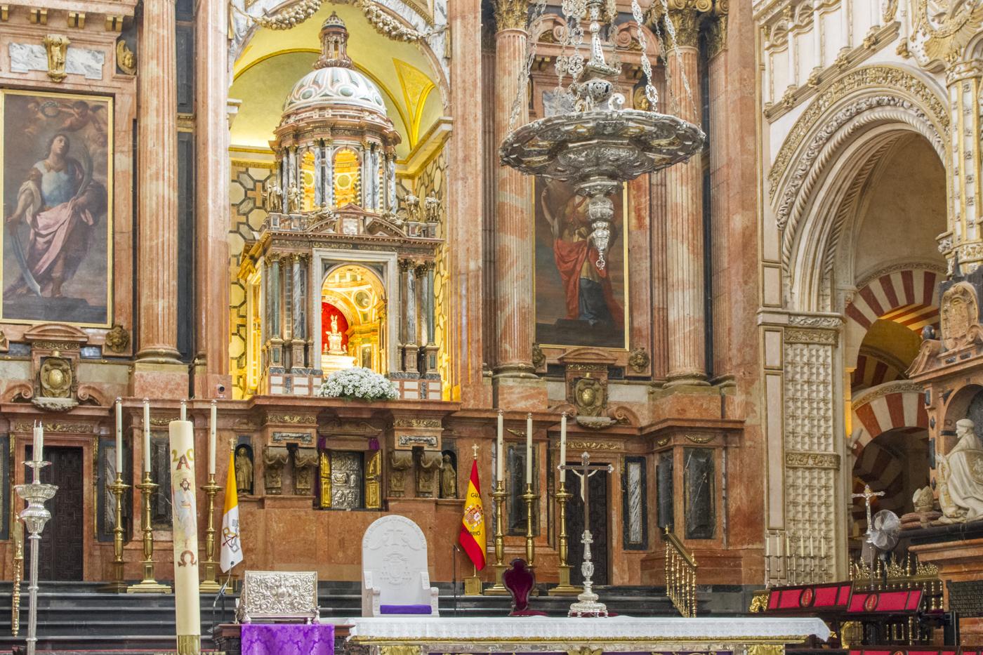 Au milieu de la cathédrale