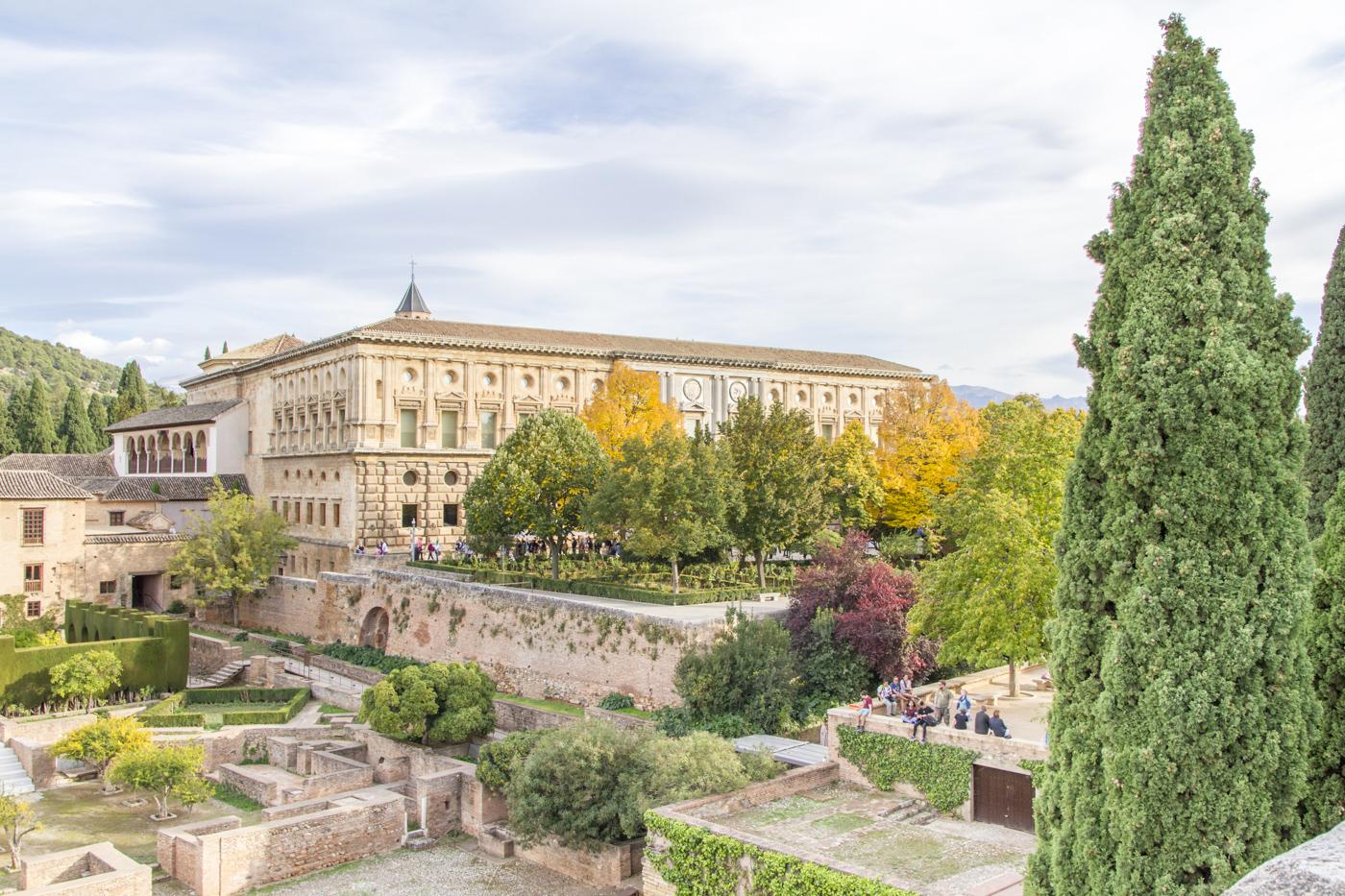 Palais de Charles Quint vu depuis l'Alcazaba